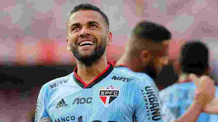 Em nova fase com Dani Alves no elenco, São Paulo arranca para brigar pelo título do Brasileirão - Daniel Vorley/AGIF