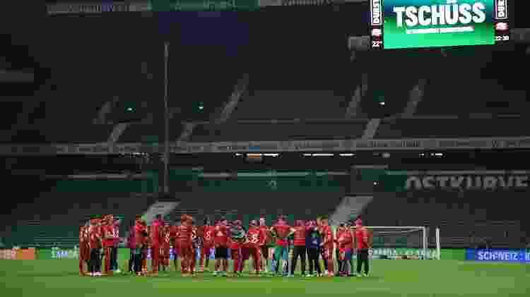 Jogadores do Bayern celebram no Weserstadion, casa do Werder Bremen. - Stuart Franklin/Getty Images - Stuart Franklin/Getty Images