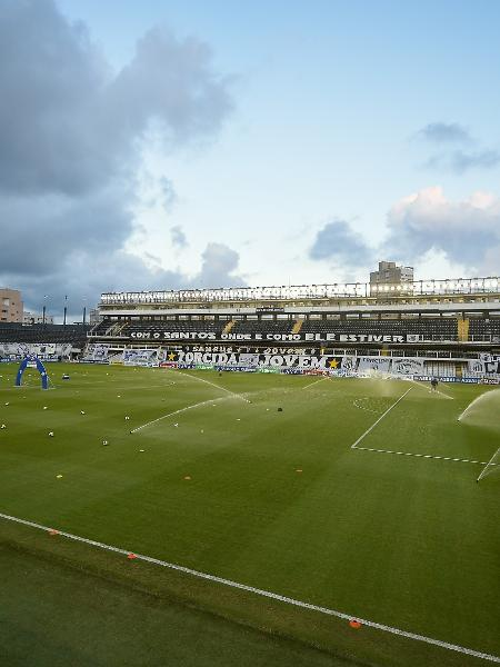 Vila Belmiro é o local que está marcado o confronto entre Santos x Barcelona - Duda Bairros/AGIF