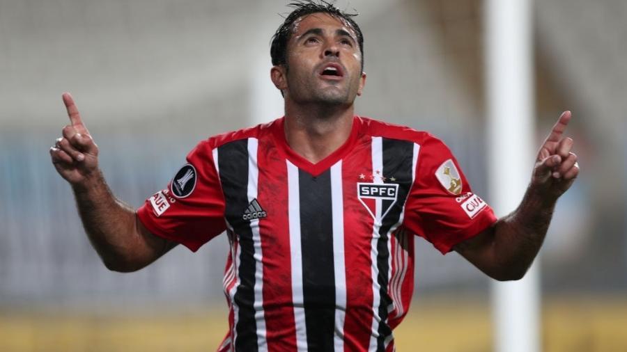Eder comemora gol do São Paulo contra o Sporting Cristal, pela Libertadores - Getty Images