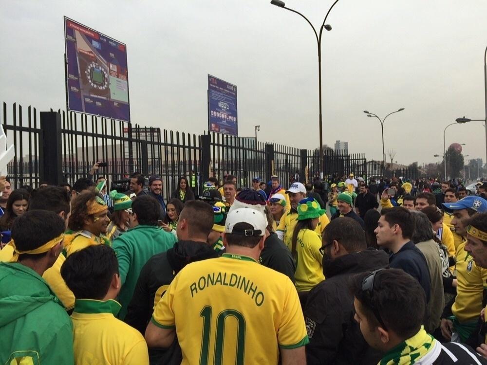 Torcida do Brasil se aglomera antes do jogo decisivo contra a Venezuela pela Copa América