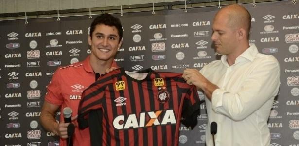 Meia Vinícius e Atlético entraram em atrito após reunião