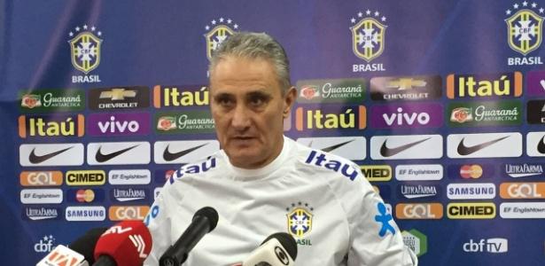 Tite concede entrevista coletiva em Quito, na véspera de sua estreia oficial como técnico da seleção