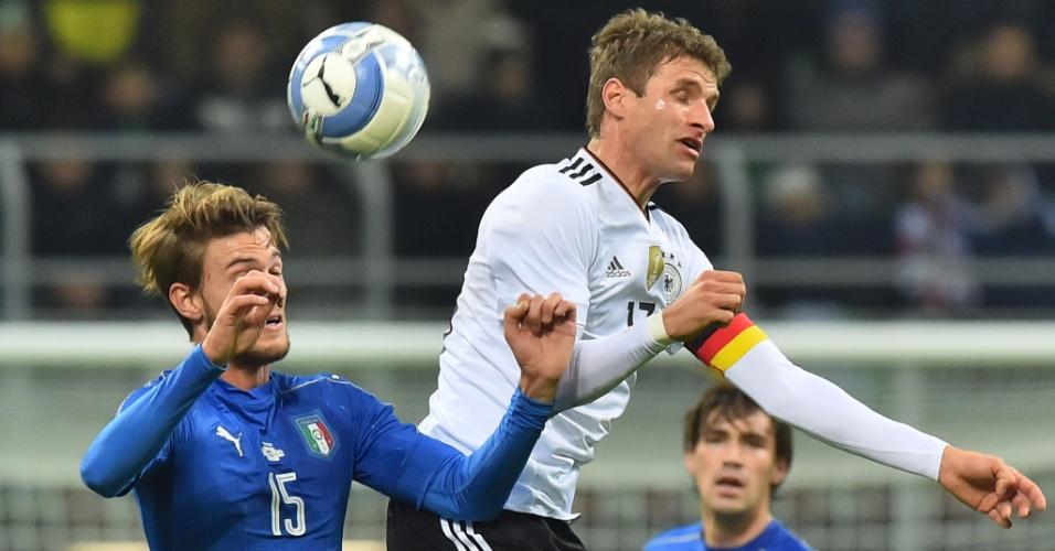 Müller em lance do confronto entre Itália e Alemanha, em Milão