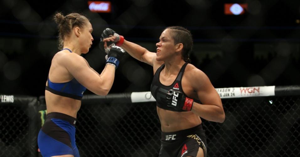 Amanda Nunes nocauteia Ronda Rousey em 48 segundos no UFC 207 e mantém o cinturão dos galos
