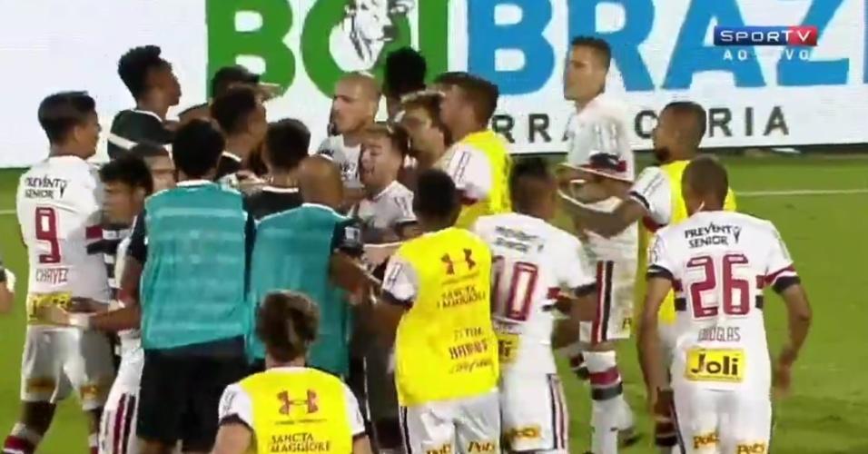 Jogadores de São Paulo e Corinthians discutem durante a final da Florida Cup