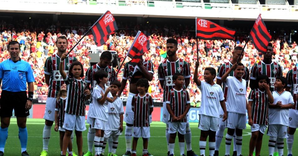 Fluminense e Flamengo conseguiram que o clássico decisivo da Taça Guanabara tivesse torcida dos dois times.