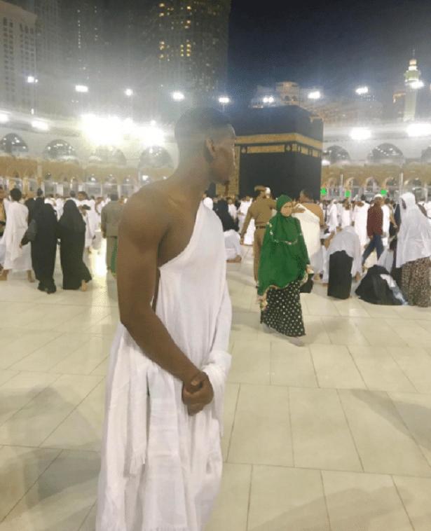 Após ser campeão da Liga Europa pelo Manchester United, Paul Pogba foi conhecer Meca, a cidade sagrada dos muçulmanos