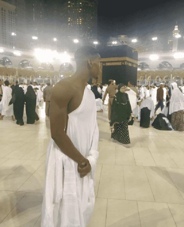 Após ser campeão da Liga Europa pelo Manchester United, Paul Pogba foi conhecer Meca, a cidade sagrada dos muçulmanos - Reprodução/Instagram