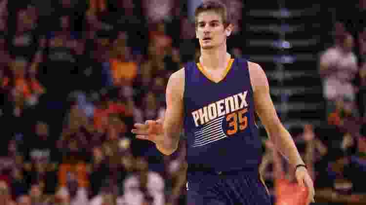 Dragan Bender, do Phoenix Suns, em ação em jogo contra o Sacramento Kings - Christian Petersen/Getty Images - Christian Petersen/Getty Images