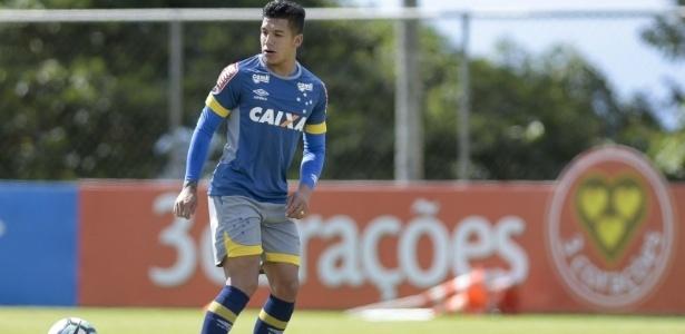 Lucas Romero participa de treino do Cruzeiro e pode atuar nesta quarta-feira