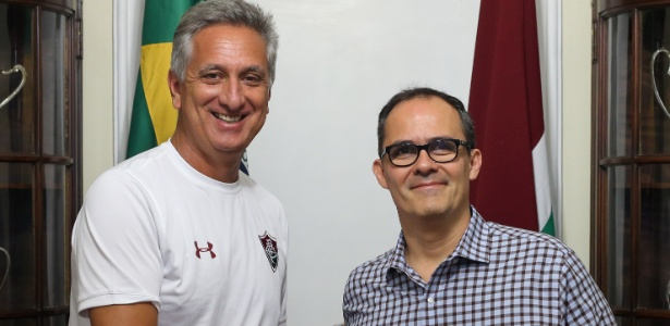 Marcus Vinicius Freire posa ao lado de Pedro Abad, presidente do Fluminense