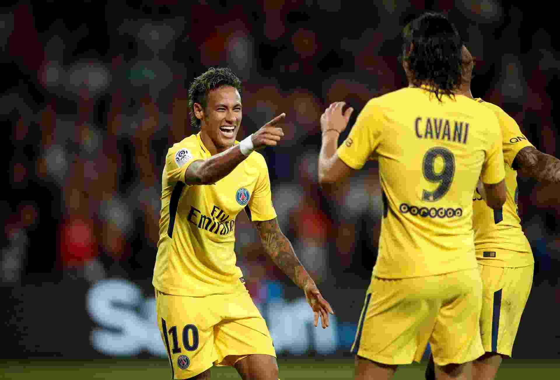 Neymar comemora gol com o uruguaio Cavani - Benoit Tessier/Reuters