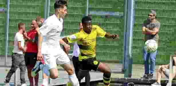 Youssoufa Moukoko em ação por equipe de base do Borussia Dortmund - Divulgação/Bundesliga