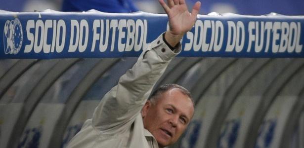 Vai ou fica? Por lealdade à antiga direção, Mano cogita seriamente em deixar o Cruzeiro