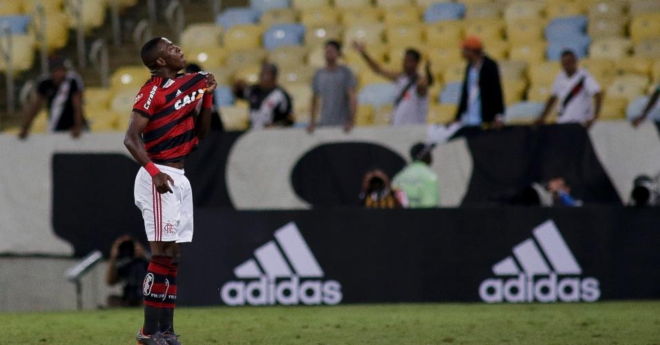 Vinícius Júnior comemora gol para o Flamengo em jogo contra o Vasco pelo Campeonato Brasileiro 2018