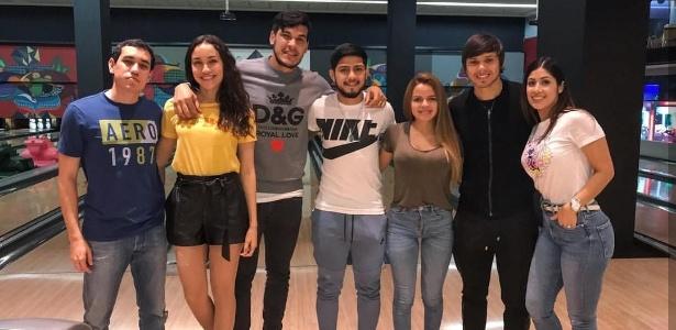 Gustavo Gómez, Sergio Díaz, Romero, esposas e amigo jogaram boliche em São Paulo - Reprodução/Instagram