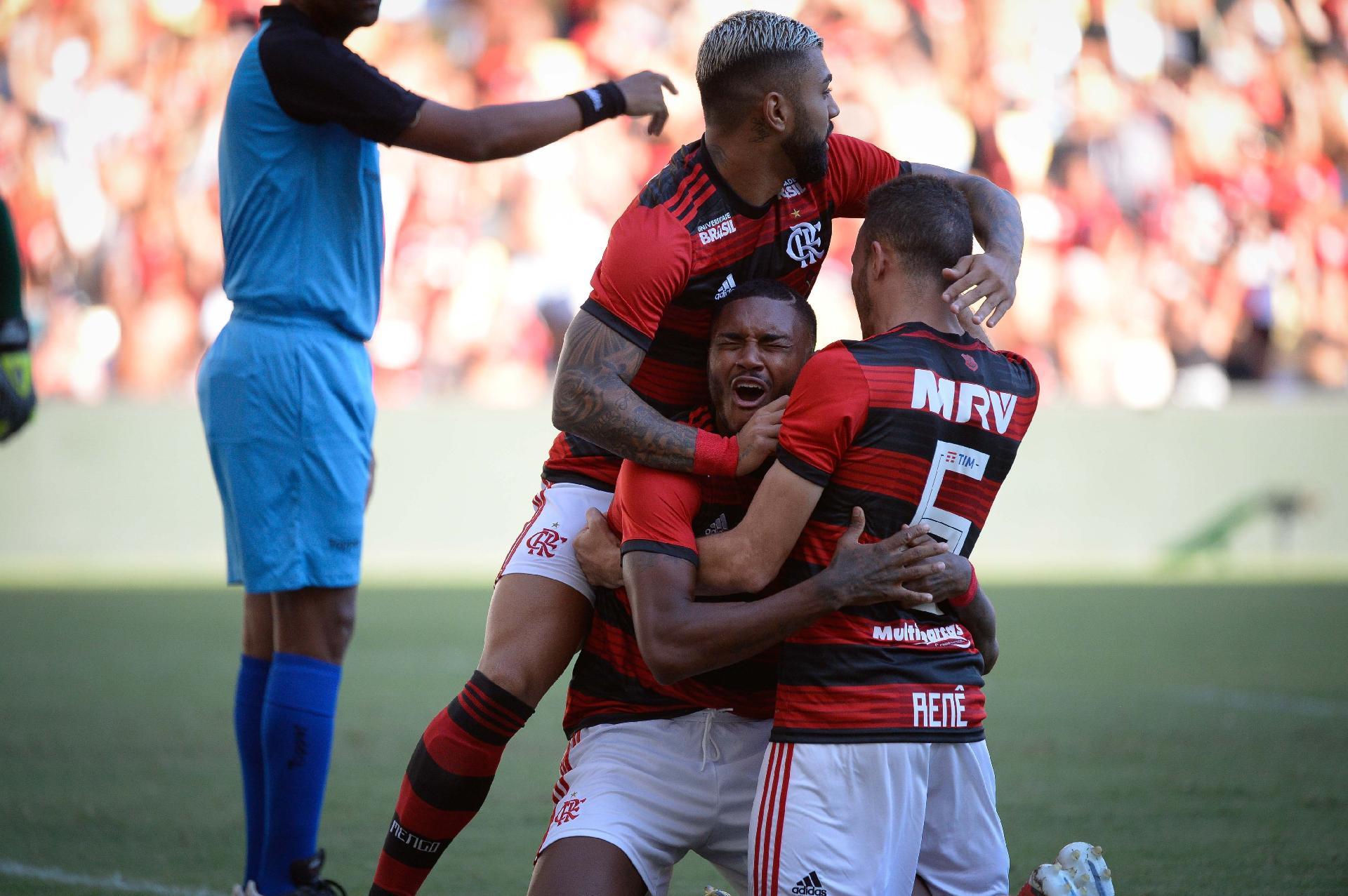 Flamengo  Gabigol desencanta e Vitinho faz 2 em goleada do Fla sobre o  Americano a083e6a011fb0