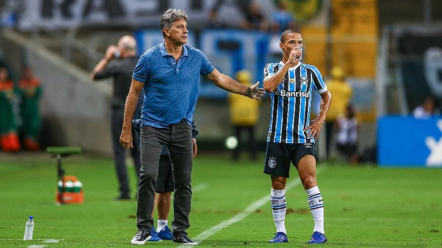Darlan, ao lado de Renato Gaúcho, em estreia pelo principal do Grêmio - Lucas Uebel/Grêmio