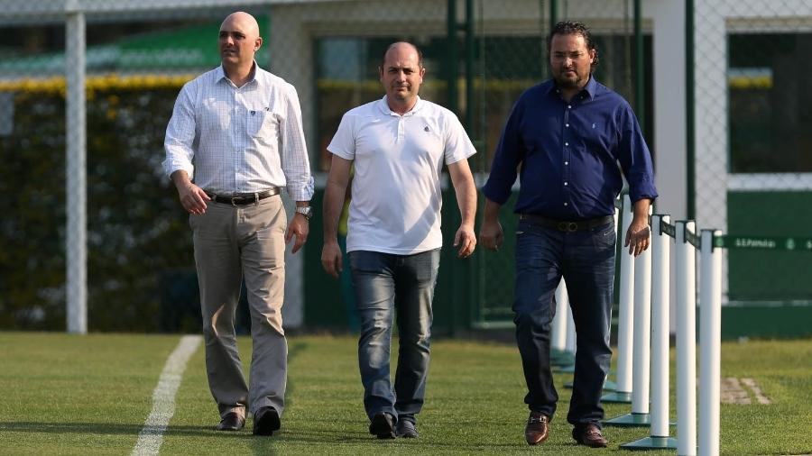 Cícero Souza (ao centro, entre Galiotte e Mattos) justifica baixa utilização das categorias de base no Palmeiras - Cesar Greco/Ag. Palmeiras