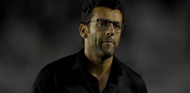 472f560fe168a Valentim não teme demissão e confia no trabalho após derrota do Vasco para  o Santos