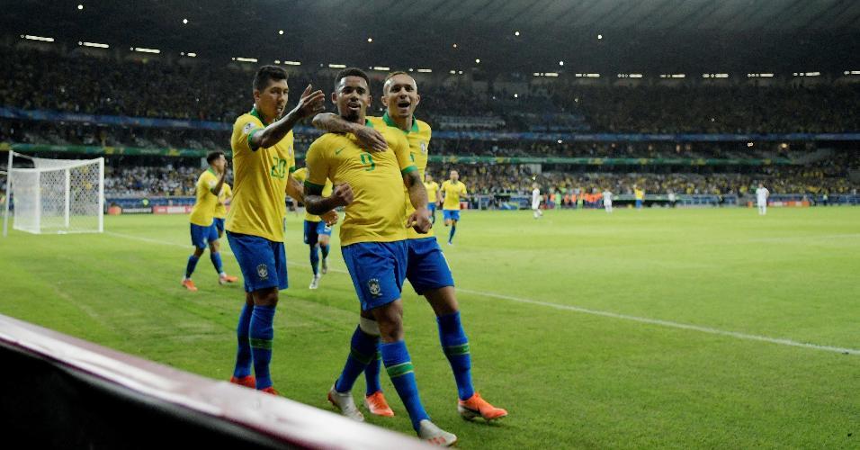 Gabriel Jesus comemora seu gol em jogo contra Argentina pelas semifinais da Copa América