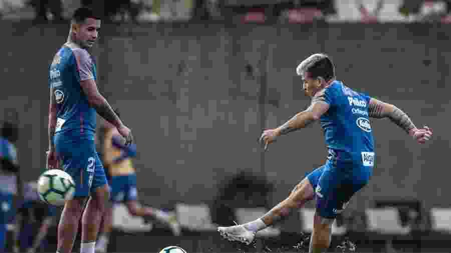 Soteldo e Derlis durante treino do Santos no CT Rei Pelé - Ivan Storti/Santos FC
