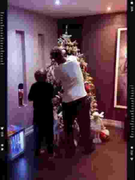 Neymar e Davi Lucca montam árvore de natal juntos - Reprodução/ Instagram