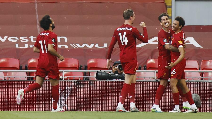 Alexander-Arnold comemora gol do Liverpool contra o Crystal Palace; Reds podem ser campeões amanhã - REUTERS / Phil Noble / Pool