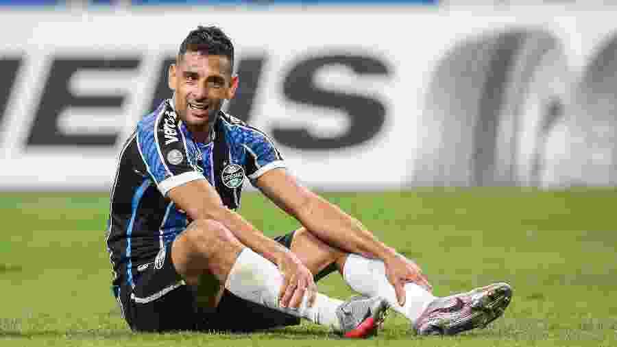 Diego Souza durante jogo do Grêmio contra o Internacional, em jogo do Gauchão 2020 - Pedro H. Tesch/AGIF