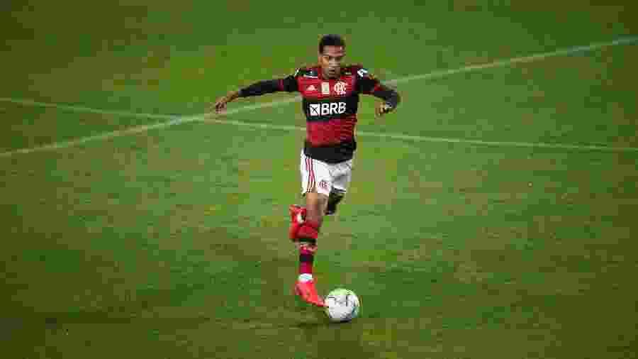 Lateral-direito João Lucas convive com problema muscular - Alexandre Vidal / Flamengo