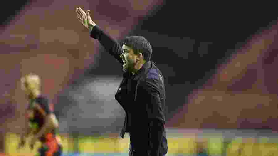 """Eduardo Coudet vibra, grita, xinga, e se diz """"insuportável"""" durante jogos do Inter - Ricardo Duarte/Inter"""