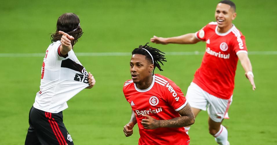 Abel Hernandez comemora o primeiro gol do Inter contra o Flamengo