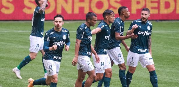 Palmeiras faz três gols em cinco minutos, vence o Ceará e encaminha vaga