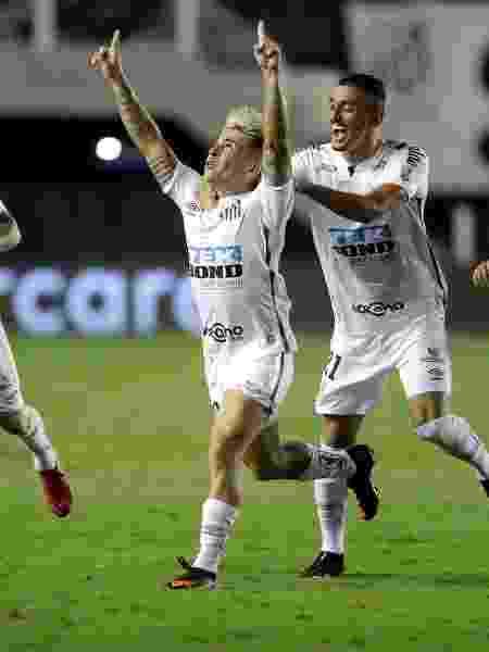 Soteldo comemora gol do Santos - Andre Penner ? Pool/Getty Images