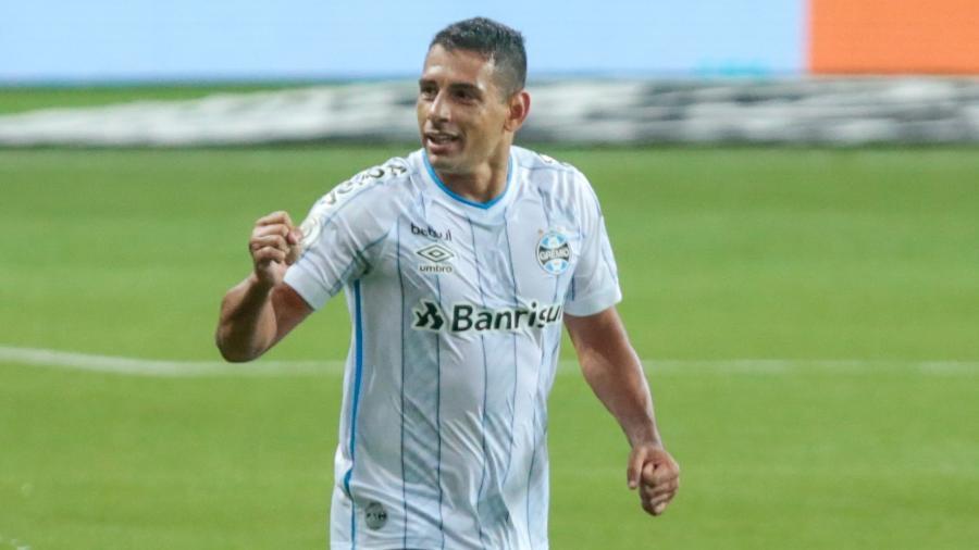 Diego Souza comemora gol de empate do Grêmio contra o Palmeiras, pelo Brasileirão  - Marcello Zambrana/AGIF