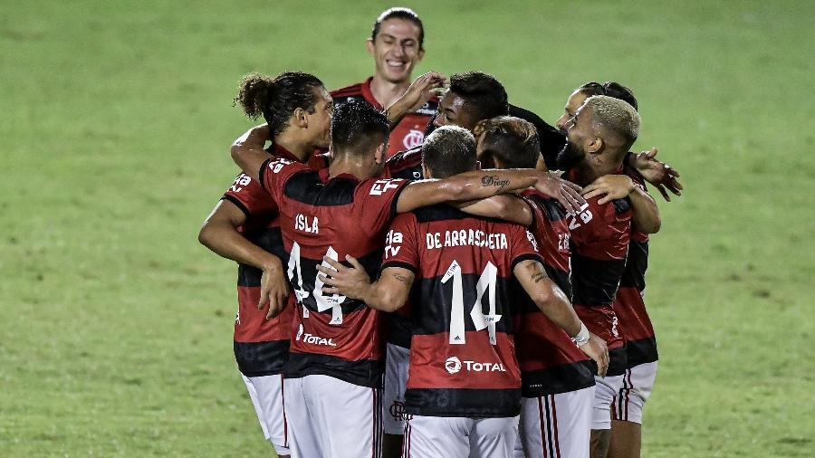 Jogadores do Flamengo comemoram gol diante do Madureira pelo Carioca - Thiago Ribeiro/AGIF
