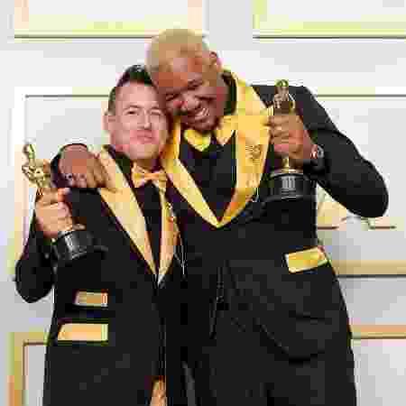 """Os diretores Martin Roe (direita) e Travon Free (esquerda) receberam o Oscar por """"Dois Estranho"""", melhor curta-metragem em live action - Handout/A.M.P.A.S. via Getty Images - Handout/A.M.P.A.S. via Getty Images"""