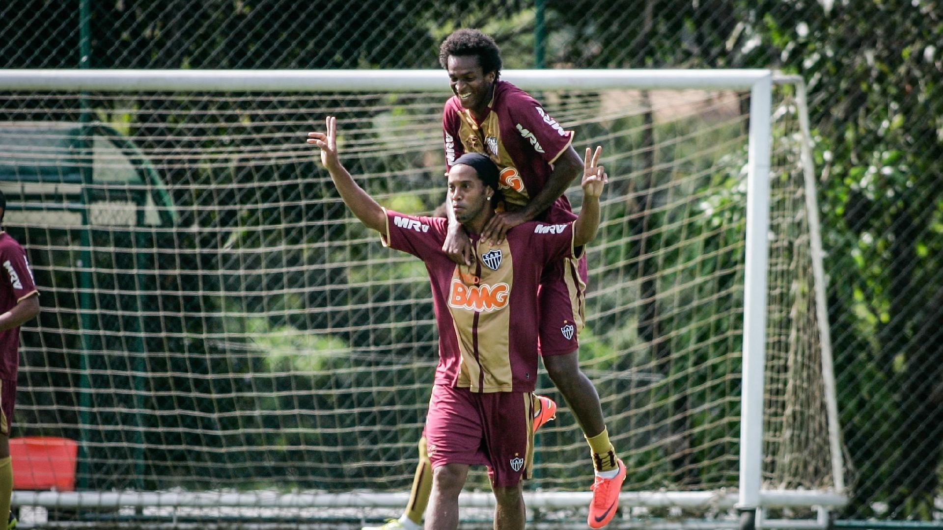 Ronaldinho e Jô tiveram casamento perfeito com a camisa do Atlético-MG