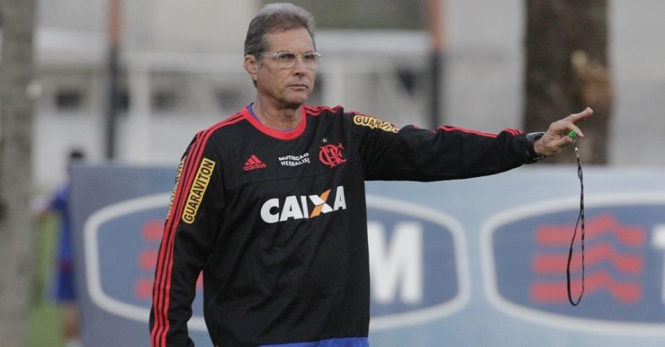 Oswaldo de Oliveira comanda treino do Flamengo no CT Ninho do Urubu