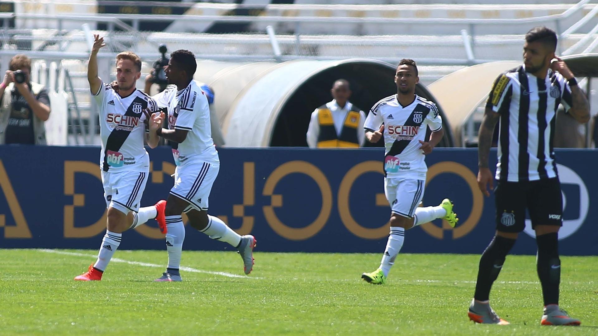 Bady comemora o primeiro gol da Ponte Preta contra o Santos