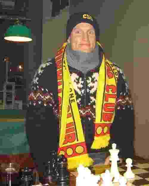 Woosy Harrelson, ator dos EUA, posa com cachecol e gorro do CSC, em Christiannia, em Copenhague - Reprodução