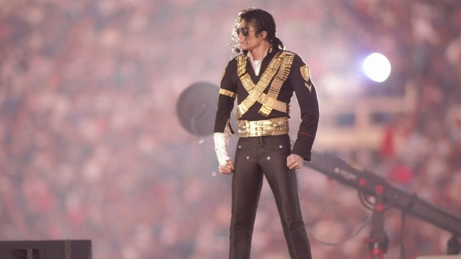 Michael Jackson se apresenta no intervalo do Super Bowl XXVII em 1993 - Mike Powell /Allsport/Getty Images
