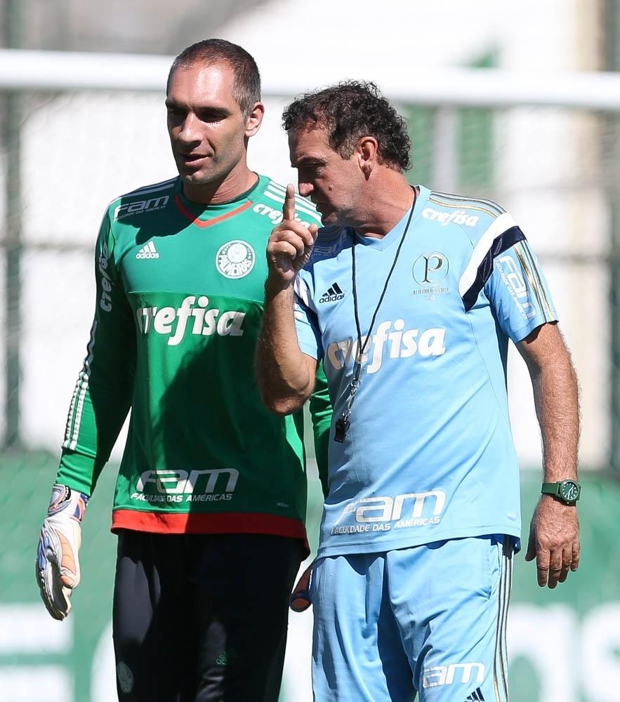 Prass e Cuca conversam durante treino do Palmeiras na Academia de Futebol