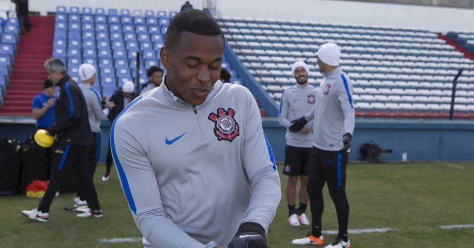 Alan Mineiro treina em Montevidéu na véspera de Nacional x Corinthians