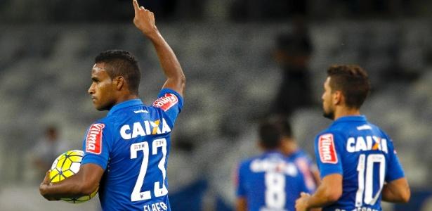 Élber completará 100 jogos pelo Cruzeiro nesta quinta-feira