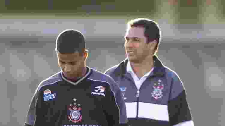 Marcelinho e Luxemburgo em treino do Corinthians em 2001 - Fernando Santos/Folhapress