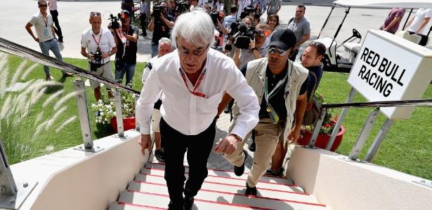 Bernie Ecclestone no paddock do GP do Bahrein de 2017 - Mark Thompson/Getty Images