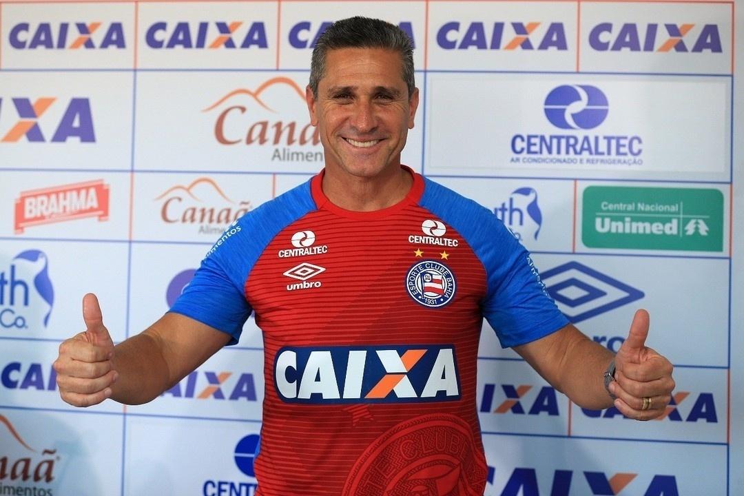 Jorginho é apresentado como novo técnico do Bahia