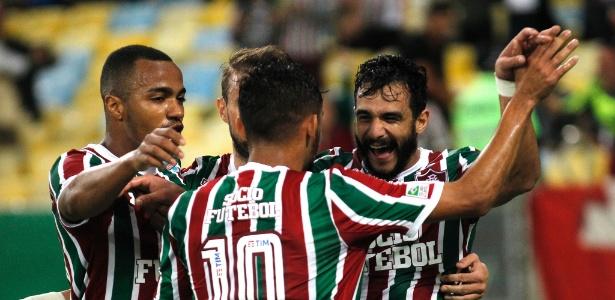 Time do Fluminense comemora vitória da equipe no Maracanã